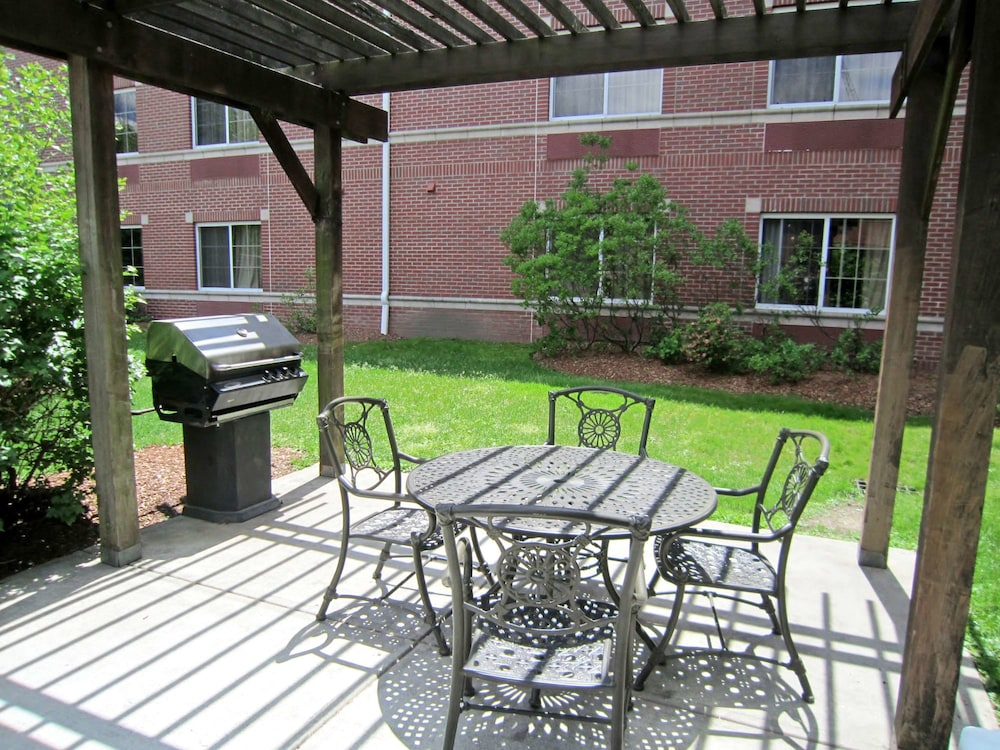 Terrace/Patio, Extended Stay America - Boston - Woburn