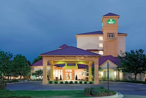 La Quinta Inn & Suites by Wyndham Colorado Springs South AP