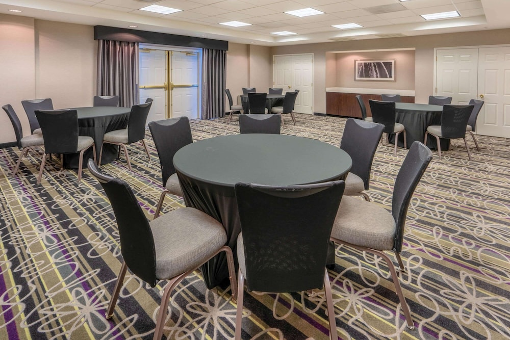 Meeting Facility, La Quinta Inn & Suites by Wyndham Pueblo