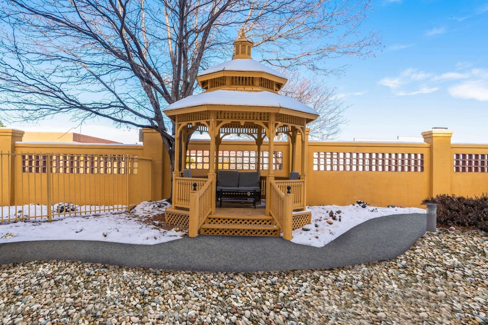 Gazebo, La Quinta Inn & Suites by Wyndham Pueblo