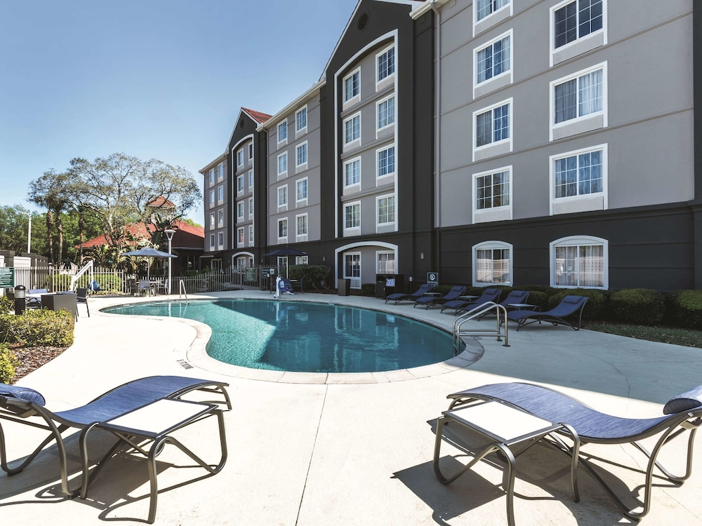 Pool, La Quinta Inn & Suites by Wyndham Orlando Lake Mary