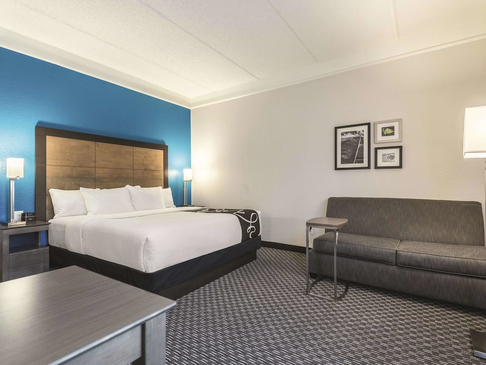 Room, La Quinta Inn & Suites by Wyndham Orlando Lake Mary