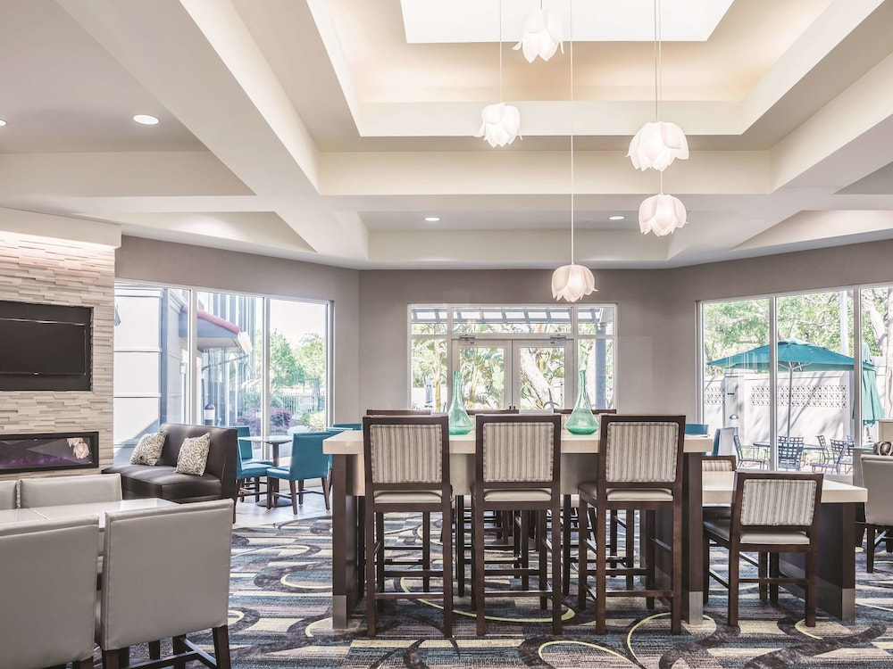 Lobby, La Quinta Inn & Suites by Wyndham Orlando Lake Mary