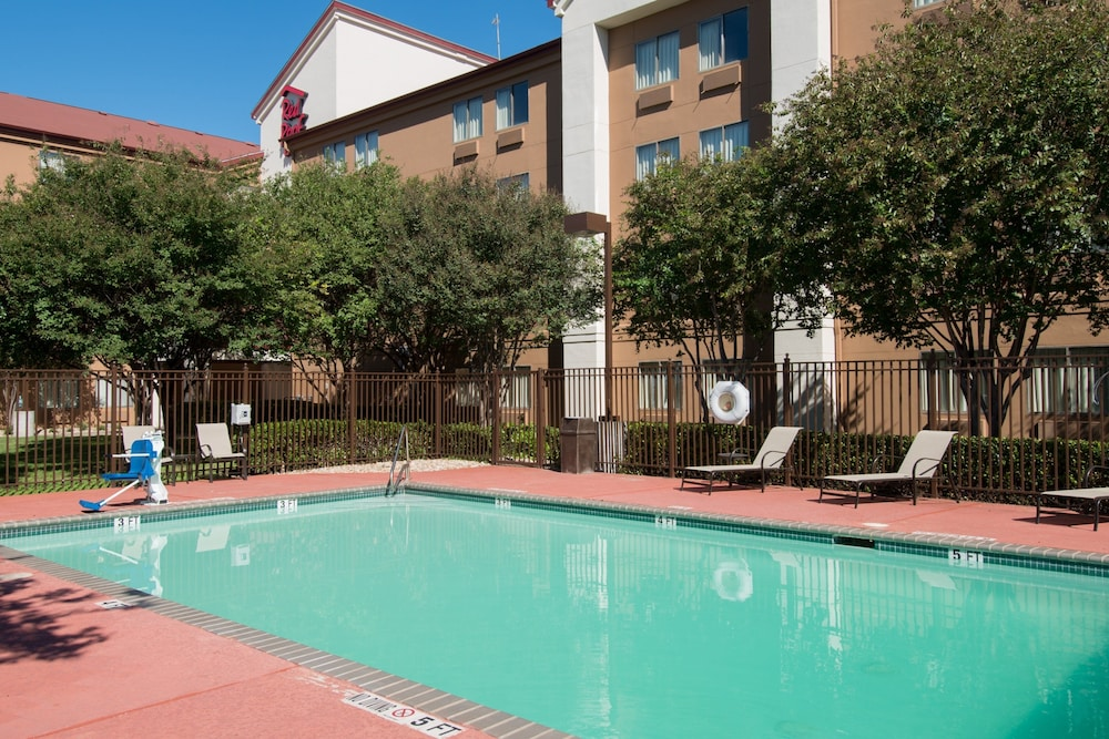 Outdoor Pool, Red Roof Inn PLUS+ Austin South