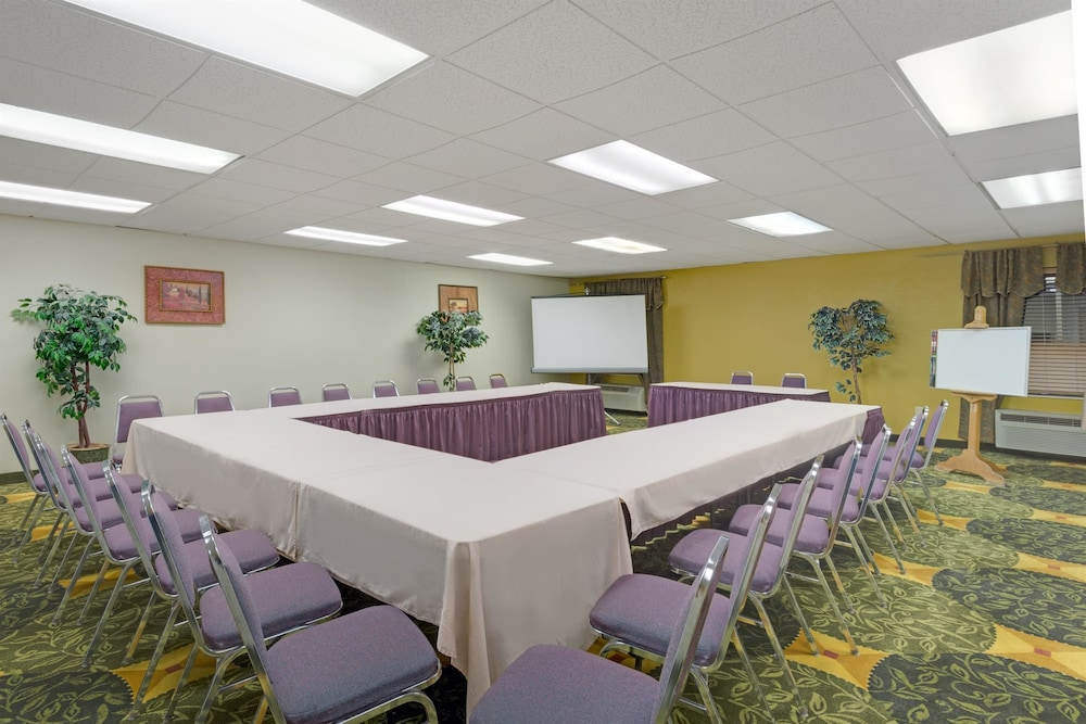 Meeting Facility, Days Inn by Wyndham Pittsburgh Airport