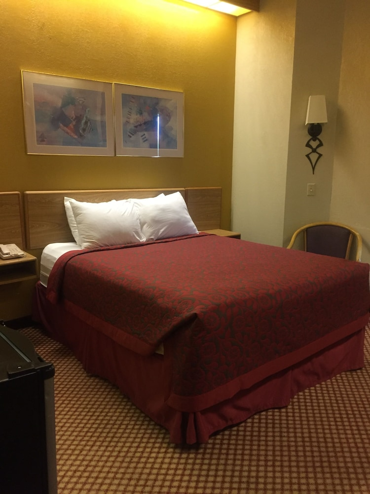 Room, Days Inn by Wyndham Pittsburgh Airport