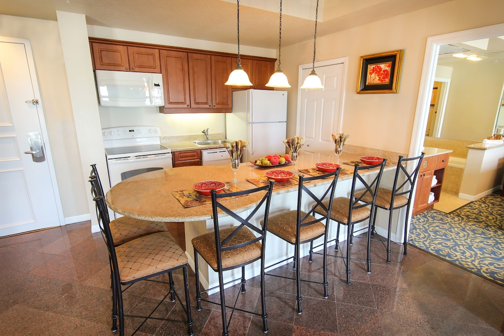 Private Kitchen, Westgate Palace a Two Bedroom Condo Resort