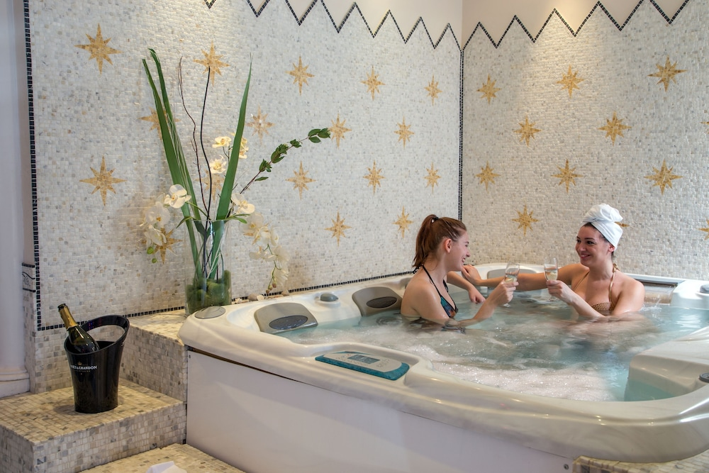 Indoor Spa Tub, Hotel Imperiale