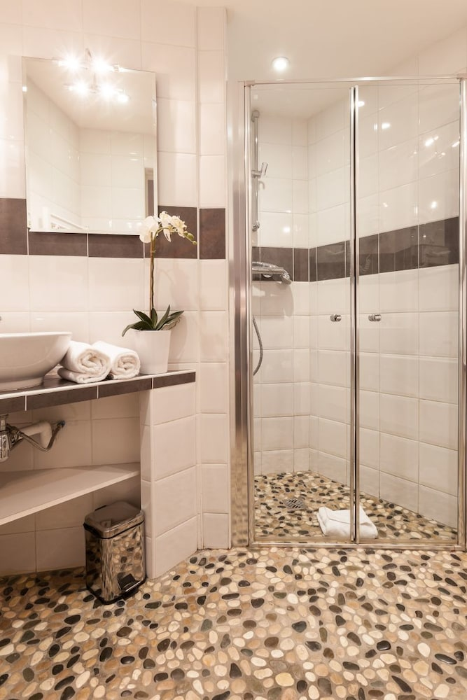 l 39 atelier montparnasse reviews photos rates. Black Bedroom Furniture Sets. Home Design Ideas
