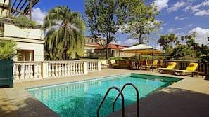 2 piscines extérieures, cabanons gratuits, parasols de plage