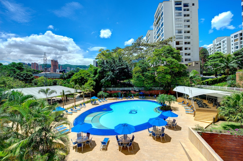 Outdoor Pool, Dann Carlton Medellin Hotel