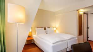 Ylelliset vuodevaatteet, pillowtop-patjalliset sängyt, minibaari