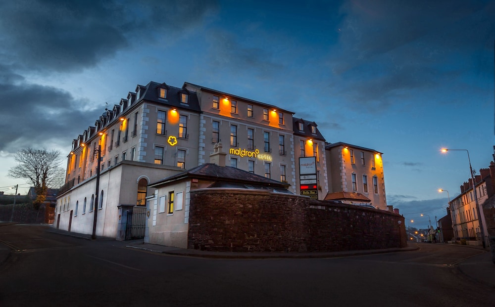 Front of Property - Evening/Night, Maldron Hotel Shandon Cork