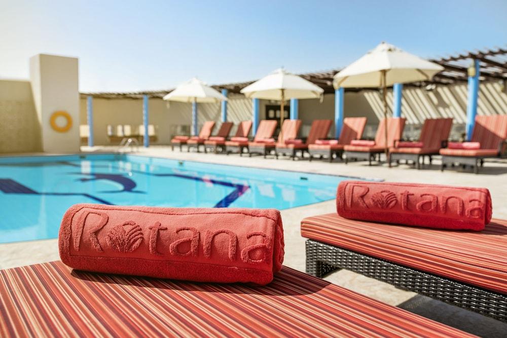 Jumeira rotana in dubai hotel rates reviews in orbitz for Dubai hotel reviews