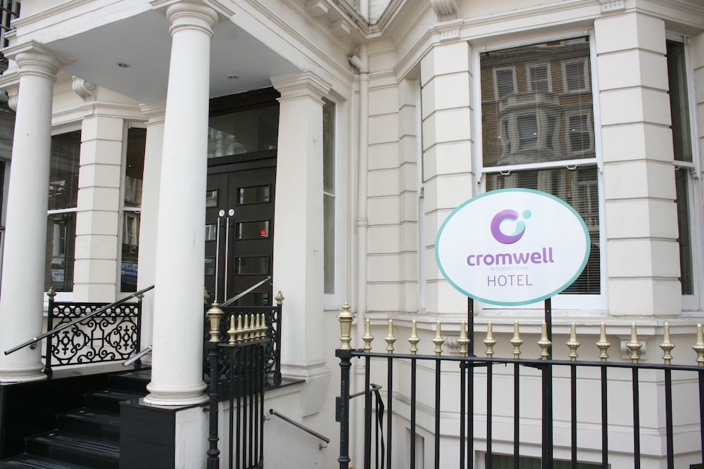 Cromwell international hotel reviews photos rates for Hotel international