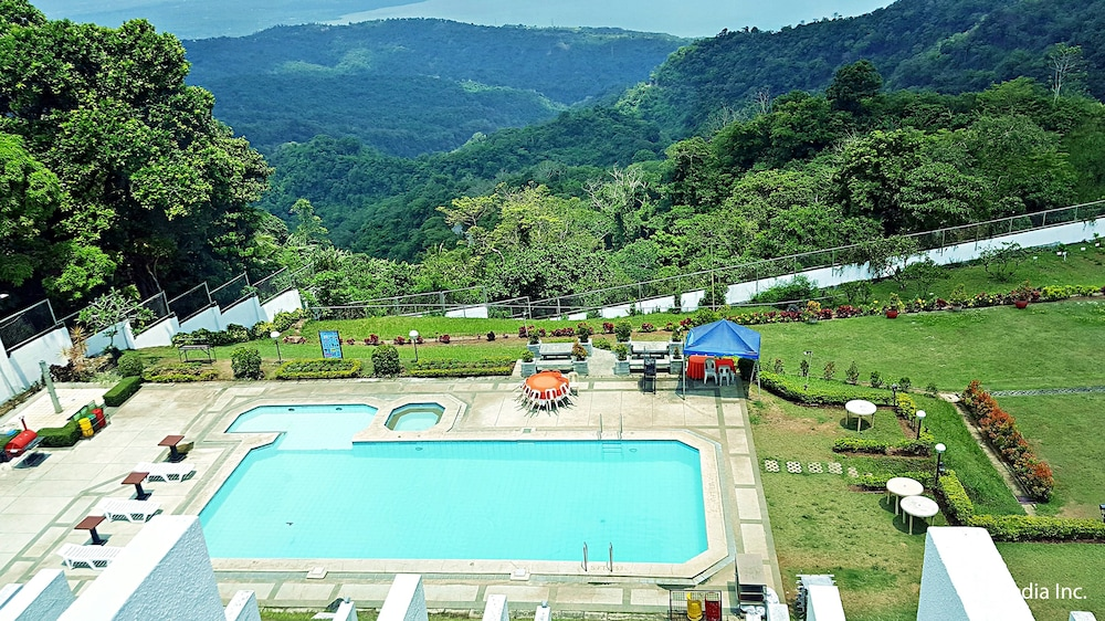 Days hotel tagaytay in tagaytay hotel rates reviews on orbitz for Tagaytay resort with swimming pool