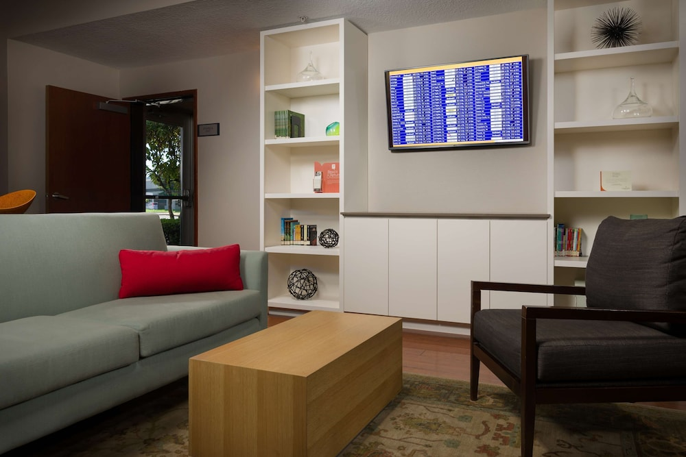 Lobby, Country Inn & Suites by Radisson, Portland International Airport, OR
