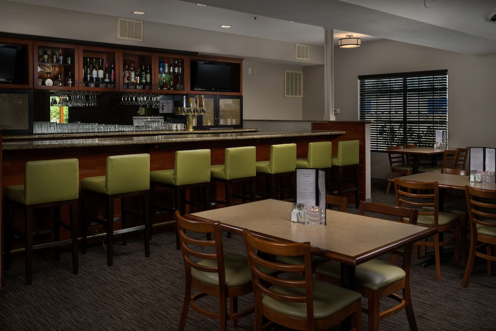 Bar, Country Inn & Suites by Radisson, Portland International Airport, OR