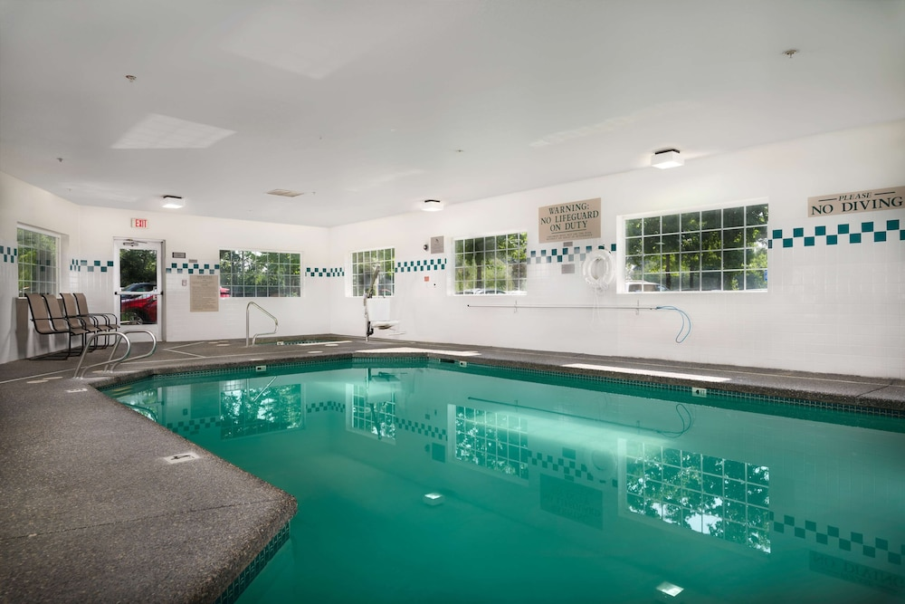 Indoor Pool, Country Inn & Suites by Radisson, Portland International Airport, OR