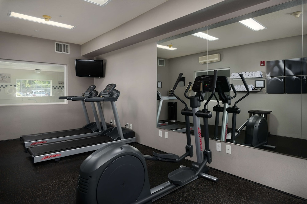 Fitness Facility, Country Inn & Suites by Radisson, Portland International Airport, OR