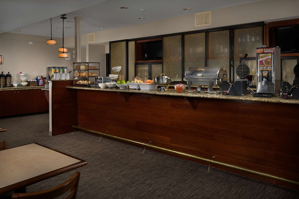 Breakfast Area, Country Inn & Suites by Radisson, Portland International Airport, OR