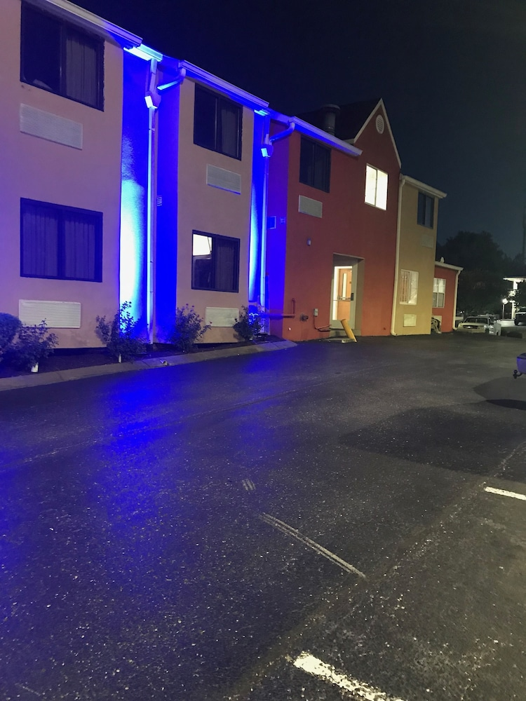 Front of Property - Evening/Night, Microtel Inn by Wyndham Murfreesboro