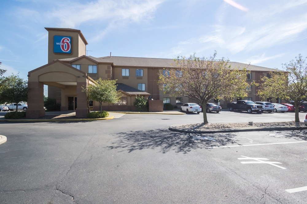 Exterior, Motel 6 Indianapolis, IN - Airport