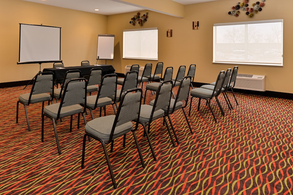 Meeting Facility, Holiday Inn Express & Suites Cincinnati-N/Sharonville, an IHG Hotel