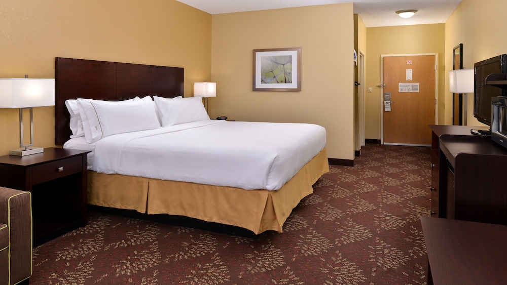 Room, Holiday Inn Express & Suites Cincinnati-N/Sharonville, an IHG Hotel
