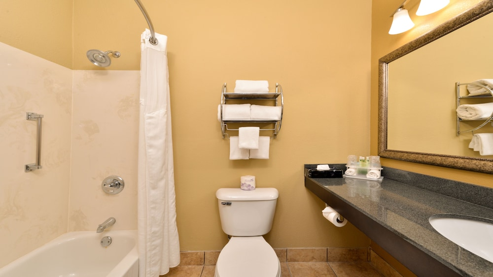 Bathroom, Holiday Inn Express & Suites Cincinnati-N/Sharonville, an IHG Hotel