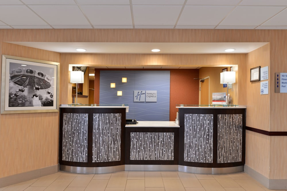 Lobby, Holiday Inn Express & Suites Cincinnati-N/Sharonville, an IHG Hotel