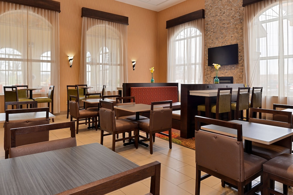 Restaurant, Holiday Inn Express & Suites Cincinnati-N/Sharonville, an IHG Hotel