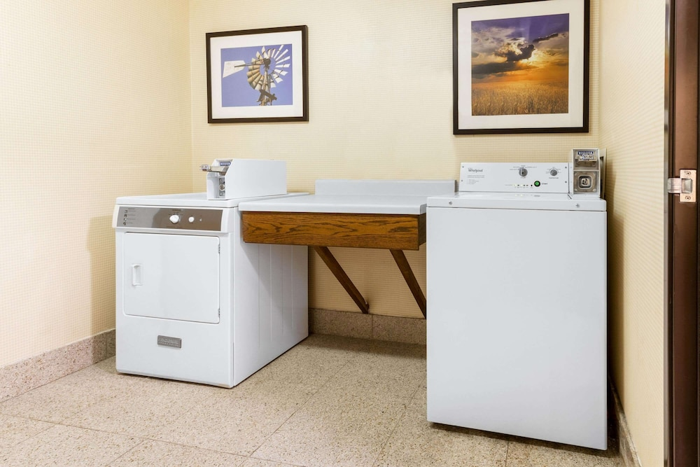 Laundry Room, La Quinta Inn & Suites by Wyndham Frankfort