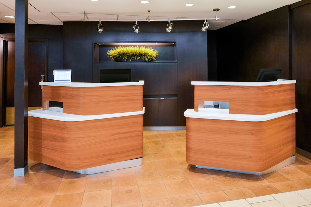 Lobby, Courtyard by Marriott Beaumont