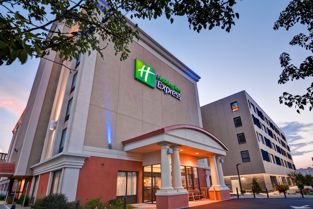 Featured Image, Holiday Inn Express Boston