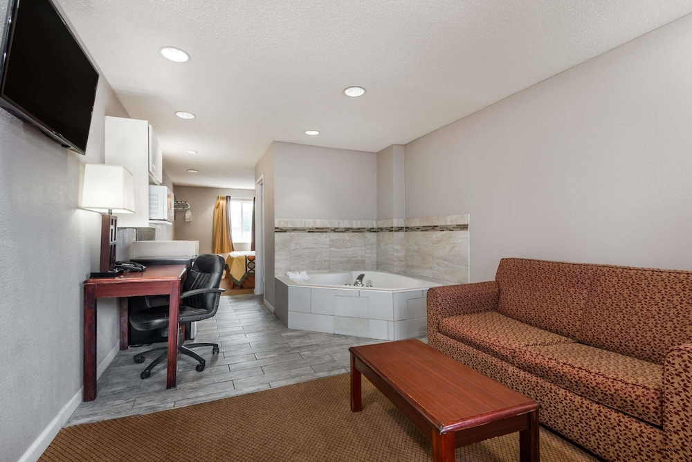 Room, Super 8 by Wyndham Indianapolis/NE/Castleton Area
