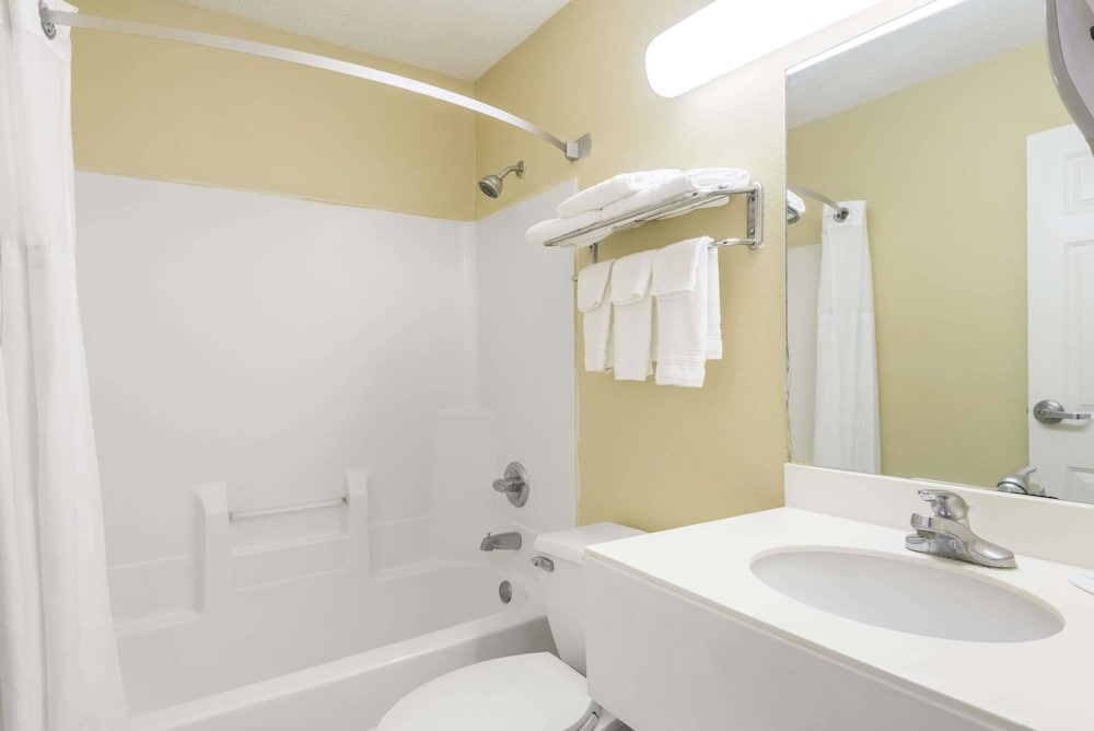 Bathroom, Super 8 by Wyndham Indianapolis/NE/Castleton Area