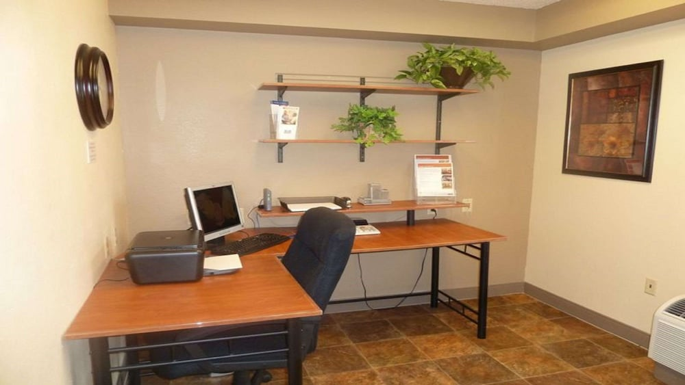 Business Center, Sonesta Simply Suites Chicago Libertyville
