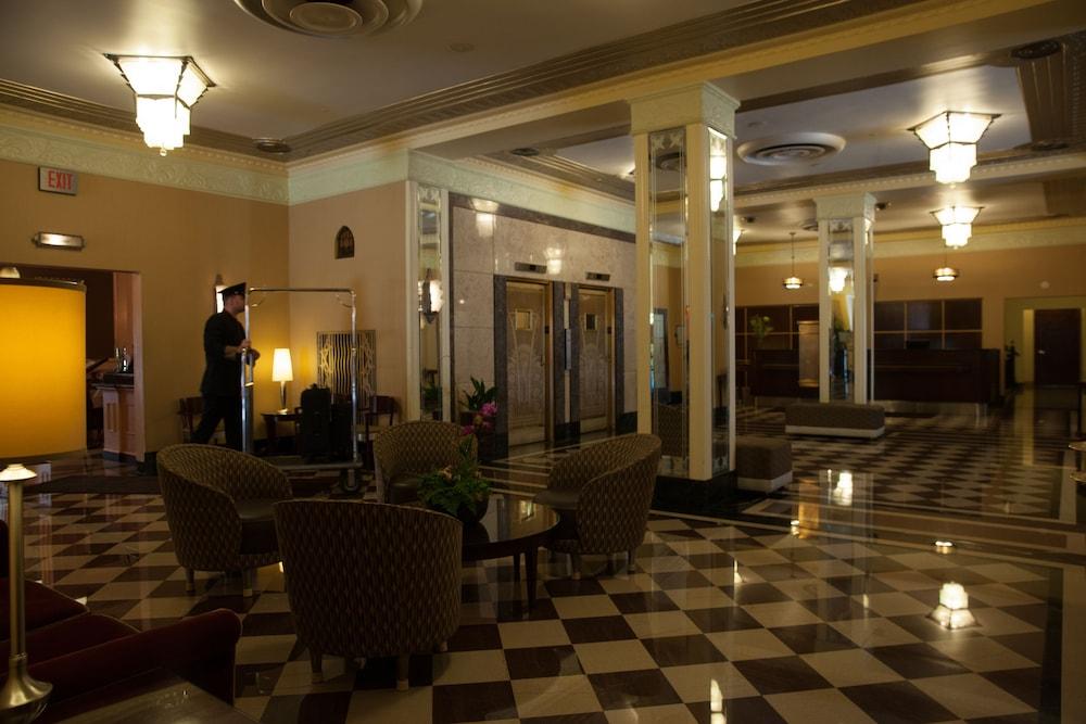 Ambassador hotel milwaukee in milwaukee hotel rates for Hotel ambassador