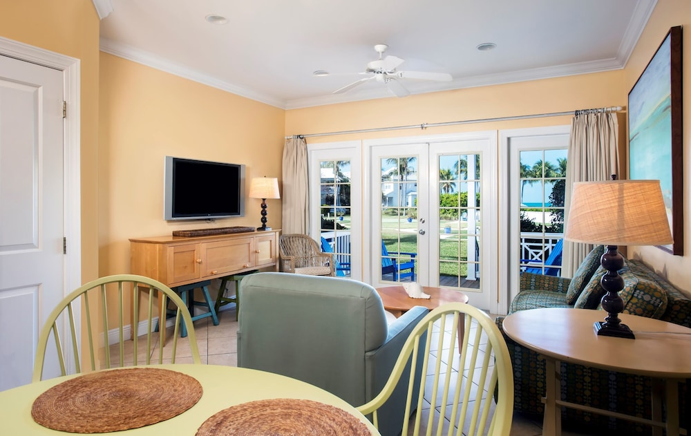 Living Area, Tranquility Bay Beachfront Hotel and Resort