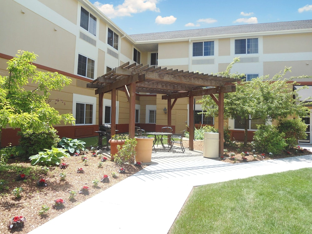 Terrace/Patio, Extended Stay America - Boston - Westborough - Computer Dr.