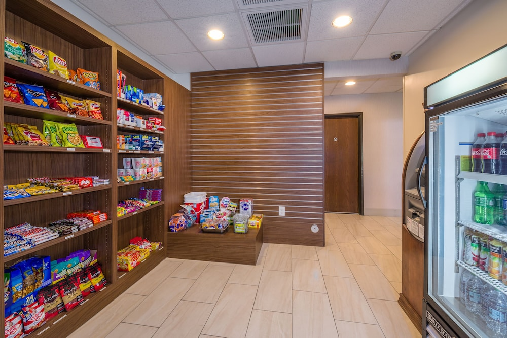 Gift Shop, Holiday Inn Express Hotel & Suites Phoenix-Airport