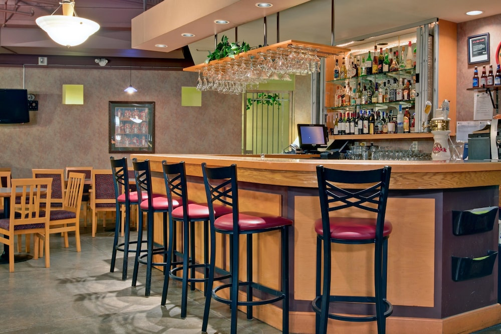 Bar, Holiday Inn Canmore