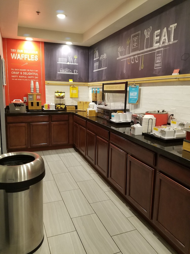 Breakfast Area, Hampton Inn Kansas City/Blue Springs, MO