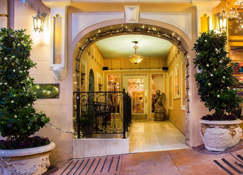 Property Entrance, Nob Hill Hotel