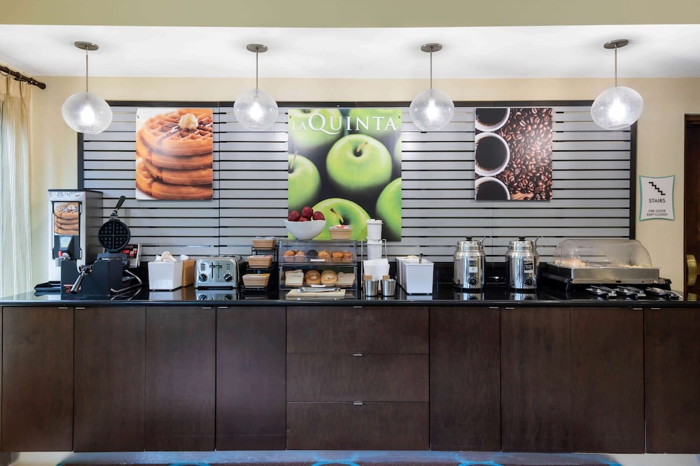 Breakfast Area, La Quinta Inn & Suites by Wyndham LaGrange / I-85
