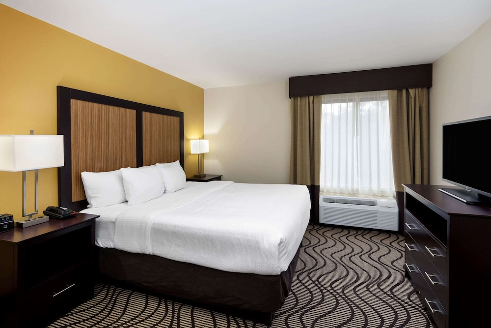 Room, La Quinta Inn & Suites by Wyndham LaGrange / I-85