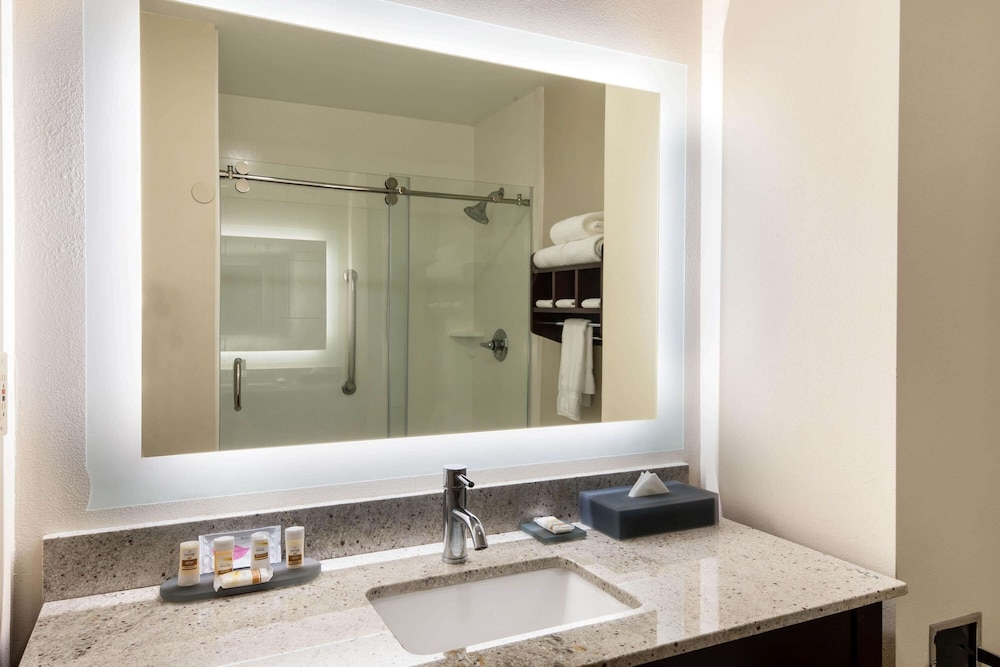 Bathroom, La Quinta Inn & Suites by Wyndham LaGrange / I-85