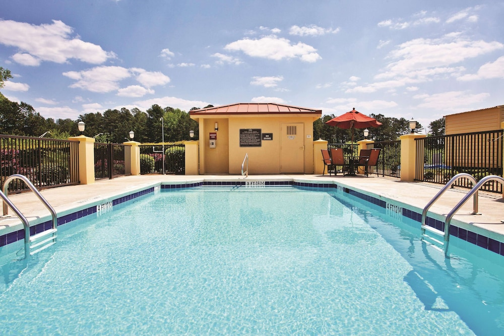 Pool, La Quinta Inn & Suites by Wyndham LaGrange / I-85