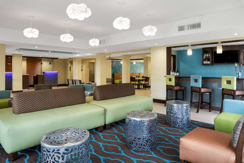 Lobby, La Quinta Inn & Suites by Wyndham LaGrange / I-85
